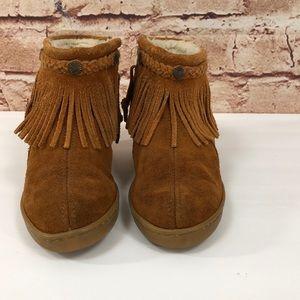 Minnetonka Shoes - Minnetonka Single Fringe Fur Lined Booties